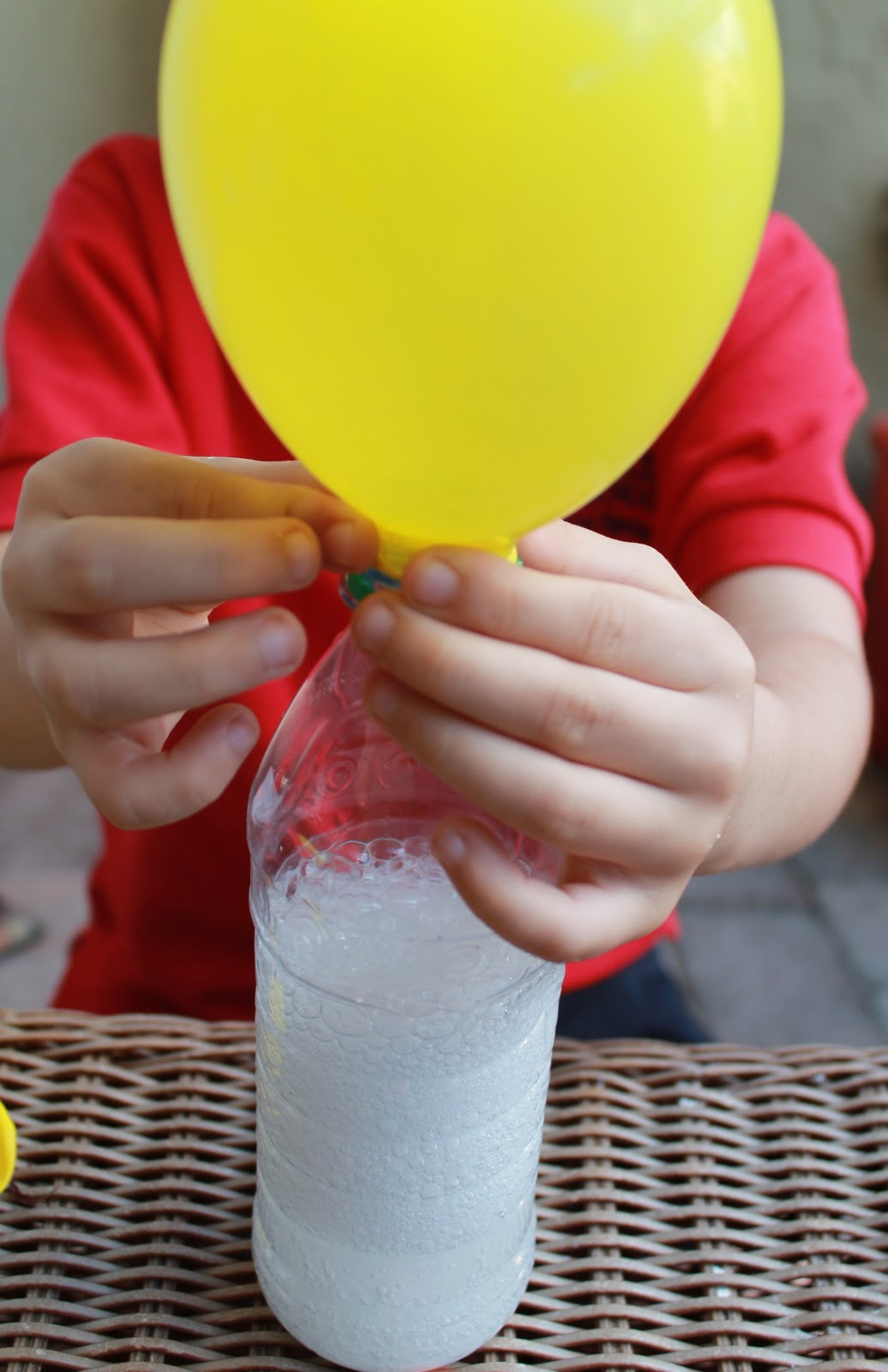 Blowing up Balloons with vinegar and baking soda