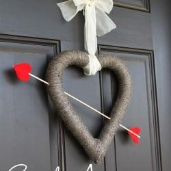 Cupid's Arrow Valentine's Day Wreath at createcraftlove.com #valentinesday #wreath