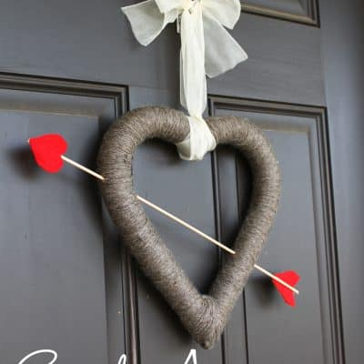 Cupid's Arrow Valentine's Day Wreath at createcraftlove.com #valentinesday #wreath