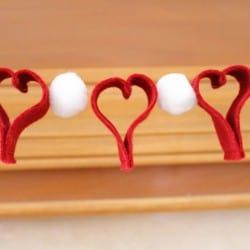 Felt Valentine Banner at createcraftlove.com #felt #banner #valentinesday