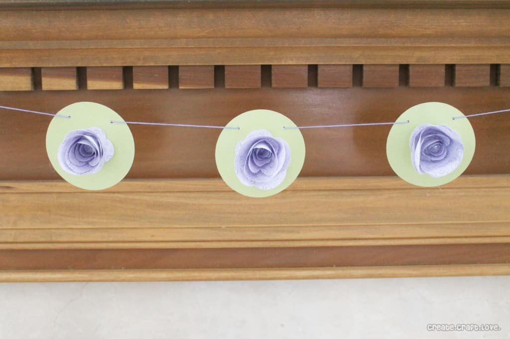 Paper Flower Garland at createcraftlove.com #papercrafts #garland
