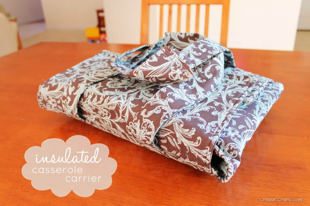 Insulated Casserole Carrier at createcraftlove.com #sewing #casserolecarrier