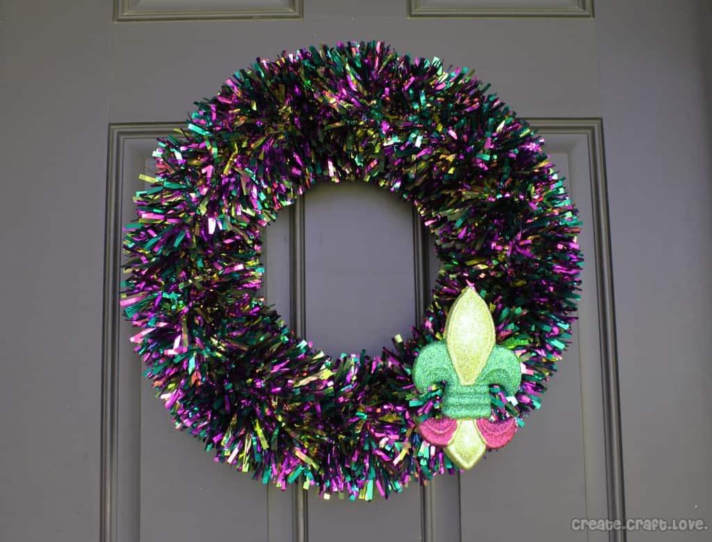5 Minute #Mardi Gras Tinsel #Wreath at createcraftlove.com