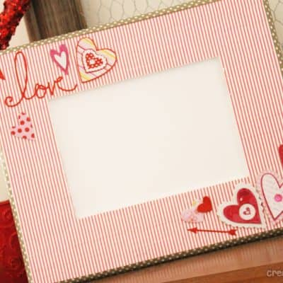 Washi Tape Frame for Valentine's Day at createcraftlove.com #valentinescrafts #valentinesday #washitape