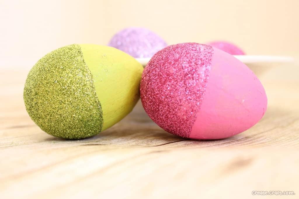 Glitter Dipped Easter Eggs via createcraftlove.com #easter #crafts #glitter