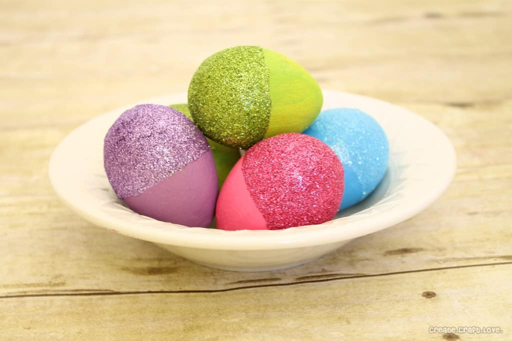 Glitter Dipped Easter Eggs via createcraftlove.com #easter #crafts #glitter