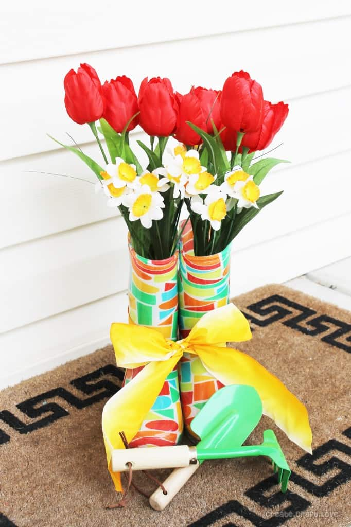 Garden Boot Planter via createcraftlove.com #gardenboot #planter