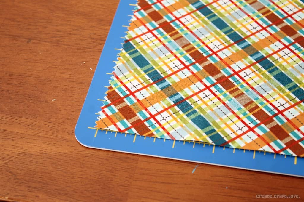 Quilt Along: Cutting the Fabric at createcraftlove.com #quilting #cuttingthefabric