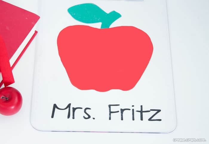 Personalized Clipboard for Teacher's Week at createcraftlove.com #teachersweek #vinyl #personalized