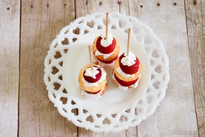 Strawberry Shortcake Kabobs - only 2 WW points! via createcraftlove.com #strawberries #weightwatchers #recipes