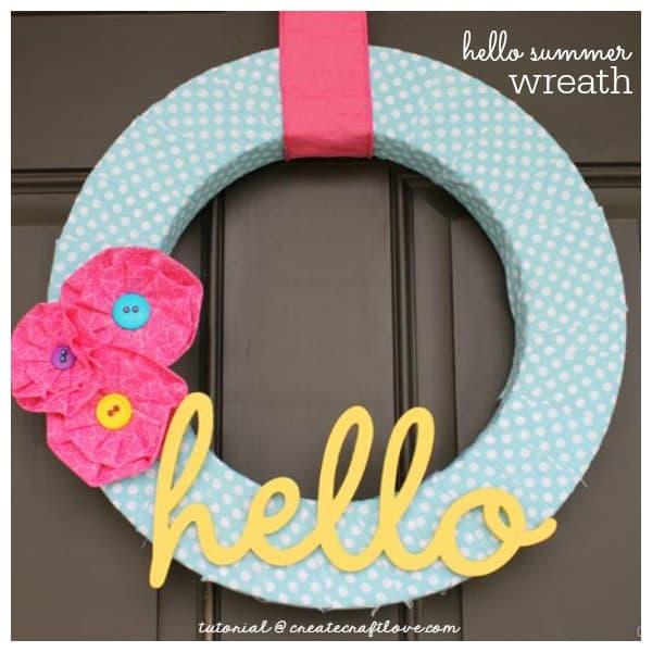 Welcome warmer days with our Hello Summer Wreath! via createcraftlove.com