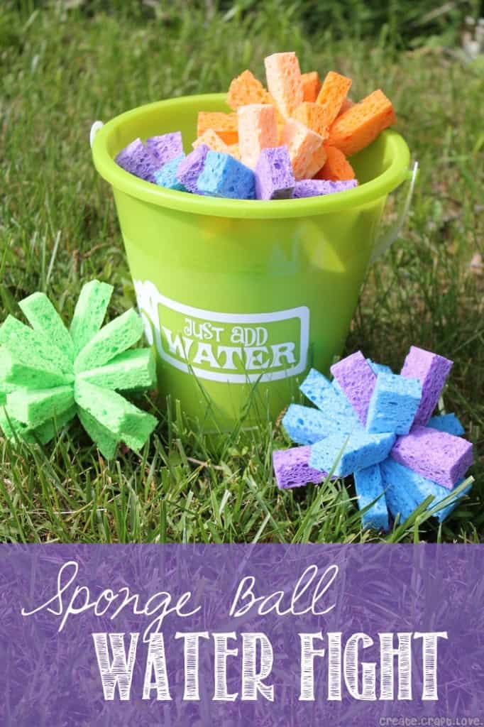 Sponge Ball Water Fight via createcraftlove.com #waterfun #outdoors #kidsactivities #summer