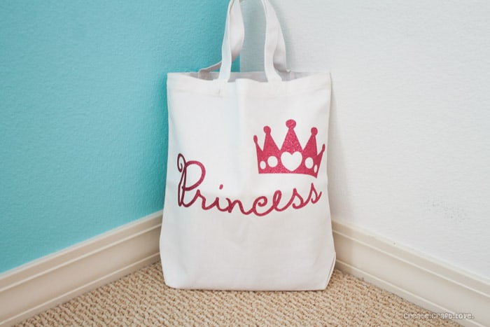 Princess Tote Bag with Cricut Iron On Glitter Vinyl via createcraftlove.com #ironon #cricut #princess #kidscrafts
