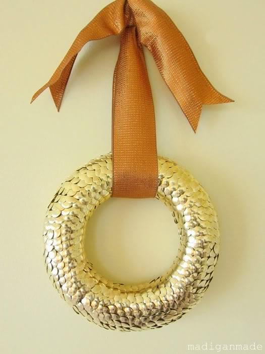 gold-thumbtack-wreath-04