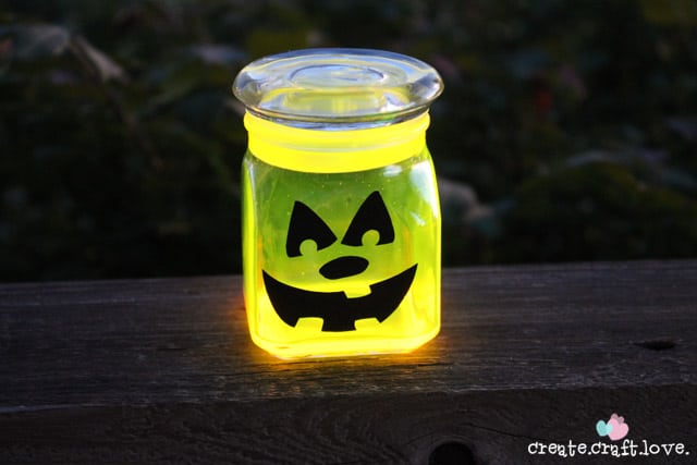 These Glow Stick Pumpkin Jars will be the talk of the neighborhood on Halloween night! via createcraftlove.com for The 36th Avenue #glowstick #halloween #pumpkins