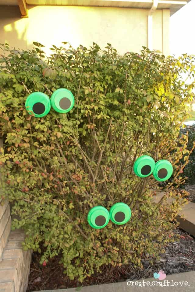 You can quickly whip up these Glow in the Dark Monster Eyes with the help of a little Martha Stewart Decoupage! via createcraftlove.com #MSHalloween #glowinthedark