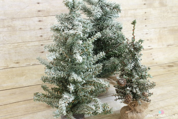 How to flock a Christmas tree in under five minutes!  via createcraftlove.com #christmastree #25daysofchristmas