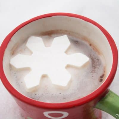 Whip up these cute DIY Snowflake Marshmallows as an extra special treat! #recipes #homemade #marshmallows