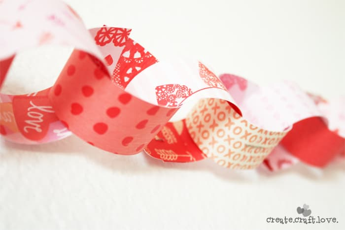 Three unique Ideas for Valentine Garland via createcraftlove.com #garland #valentinesday