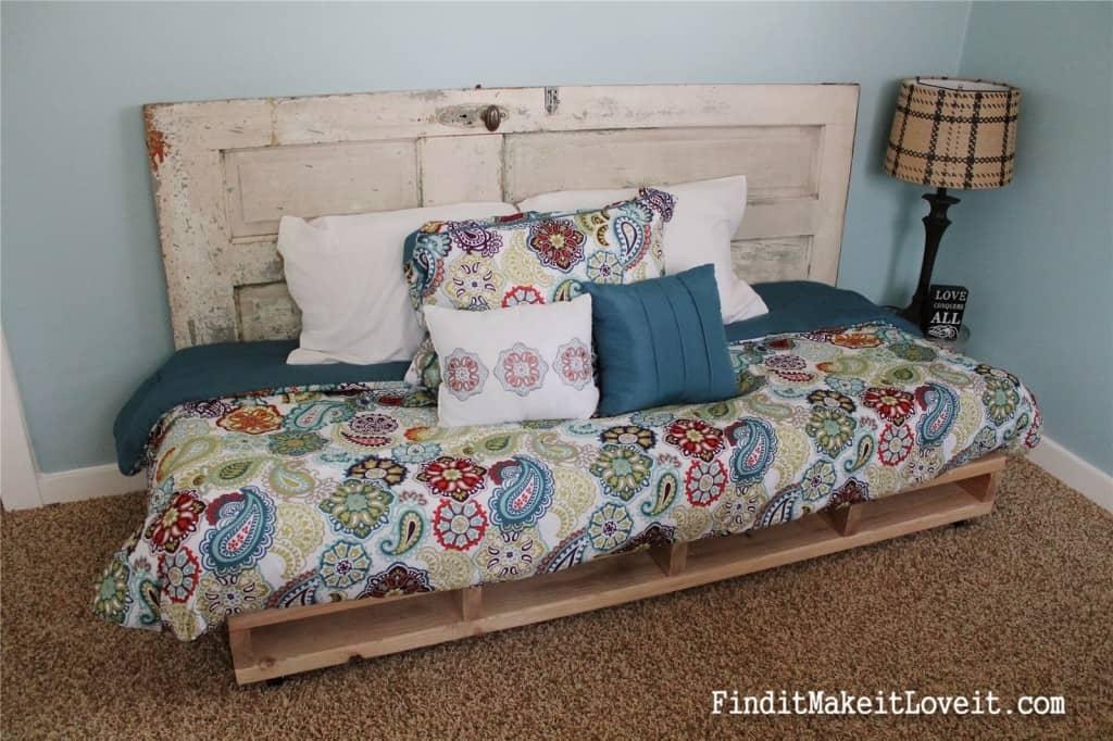 Pallet bed (12)