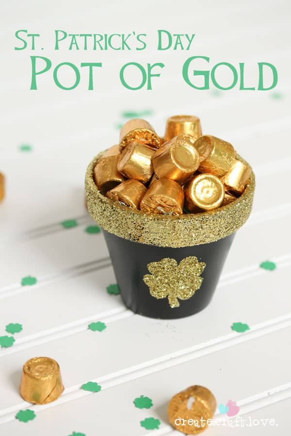 St. Patrick's Day is around the corner. Make this DIY Pot of Gold for your  festivities and wish your family and friends a lucky day.