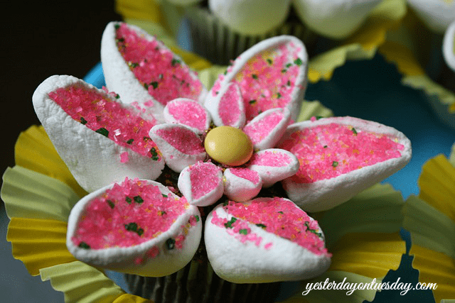 Pretty-Spring-Flower-Cupcakes-Pink