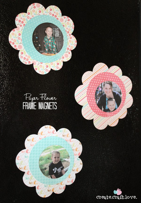 These Paper Flower Frames are a great last minute Mother's Day gift idea! www.createcraftlove.com