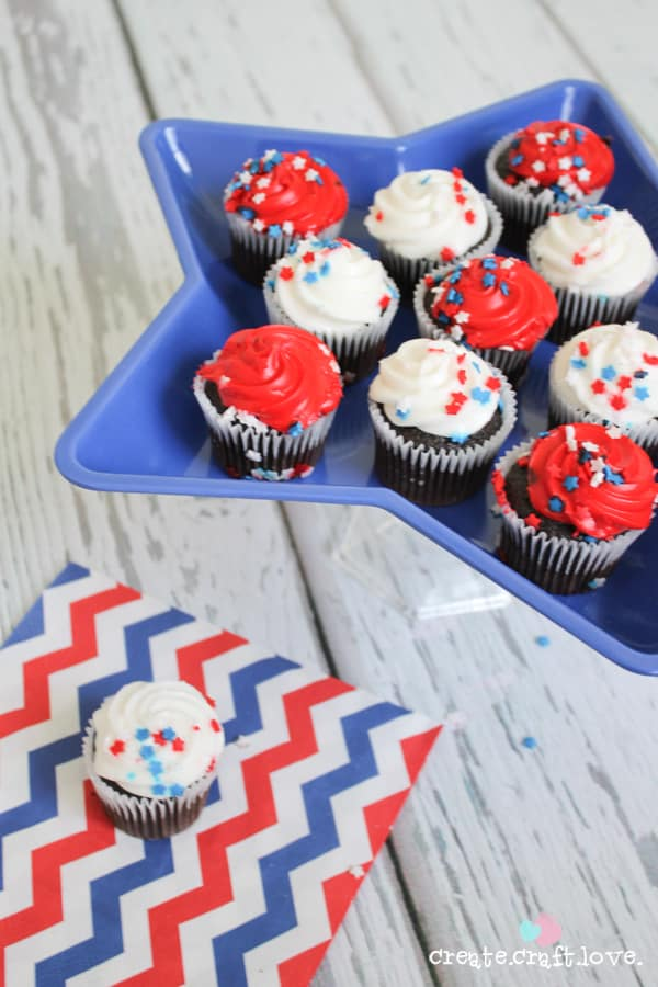 Create this Star Cake Stand for under $2!! Learn how at createcraftlove.com!