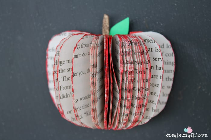 These 3D Apple Magnets are so easy to make! You have all of the supplies already! via createcraftlove.com