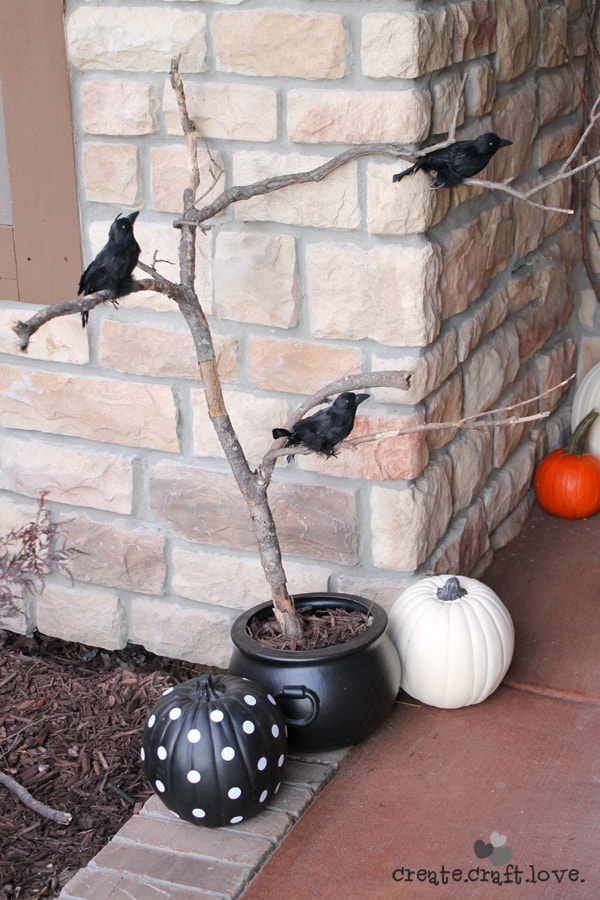 halloween porch cauldrom
