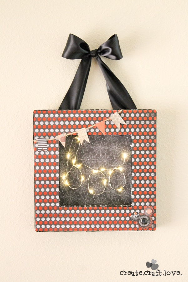 This adorable Lighted Halloween Frame is made from foam!! via createcraftlove.com