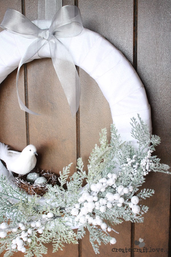This Christmas Morning Wreath speaks to the soft quiet of a winter's morn. via createcraftlove.com
