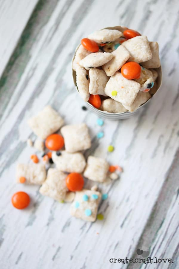 This is such an easy recipe! You have GOT to try these Halloween Muddy Buddies! via createcraftlove.com
