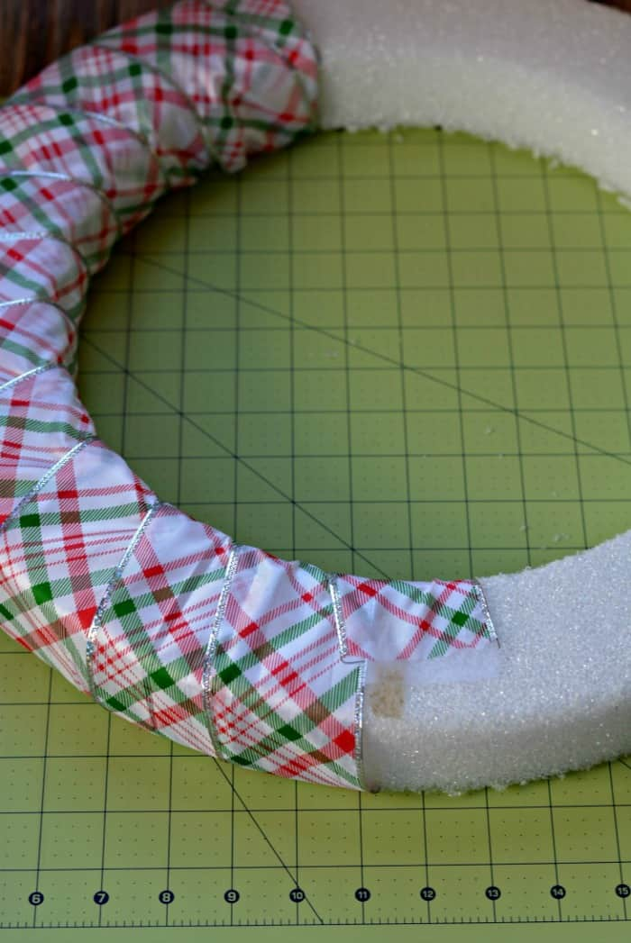 Cookie cutter wreath wrapping