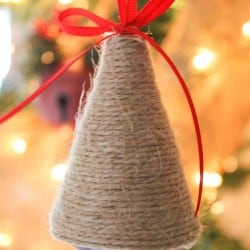 Lovin' the rustic look of these Twine and Twig Christmas Ornaments! via createcraftlove.com