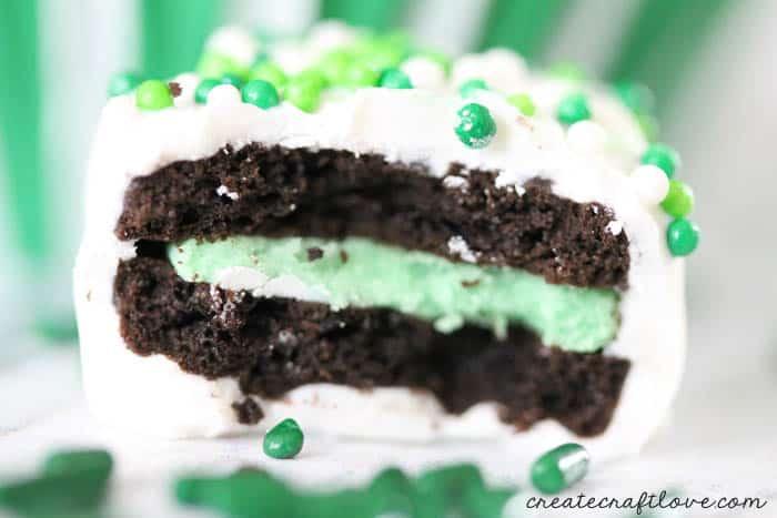 Recipe: White Chocolate Covered Mini Mint Oreos - perfect for St. Patrick's Day! via createcraftlove.com