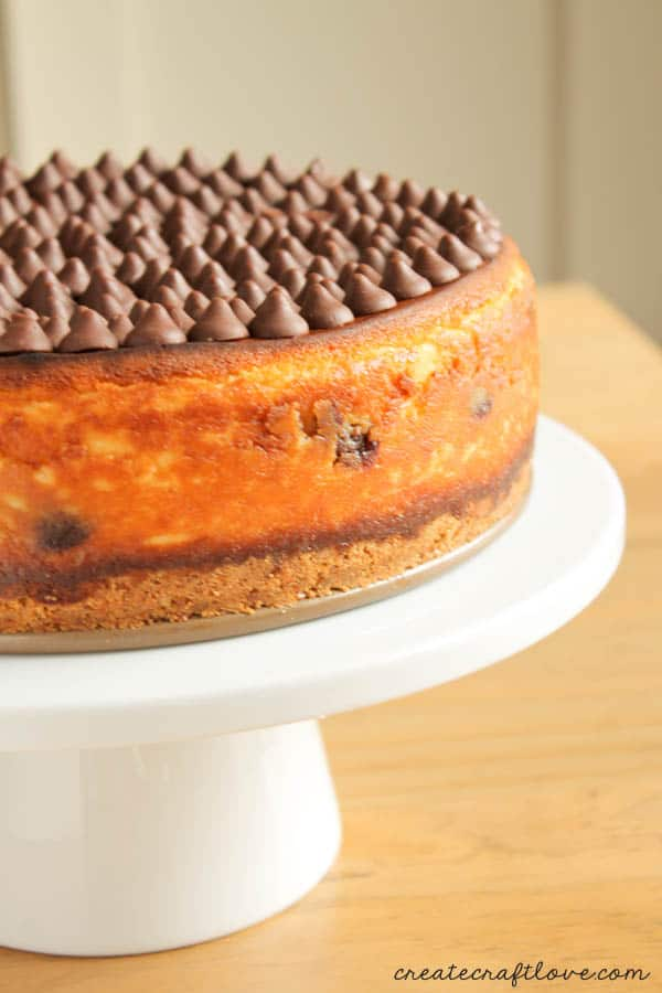 This Chocolate Chip Caramel Cheesecake made with Nestle Toll House DelightFulls is the ONLY cheesecake recipe you will ever need! #DelightFulls #sp #TollHouseTime