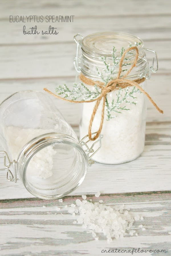 Try these Eucalyptus Spearmint Bath Salts for a relaxing and refreshing bath! via createcraftlove.com