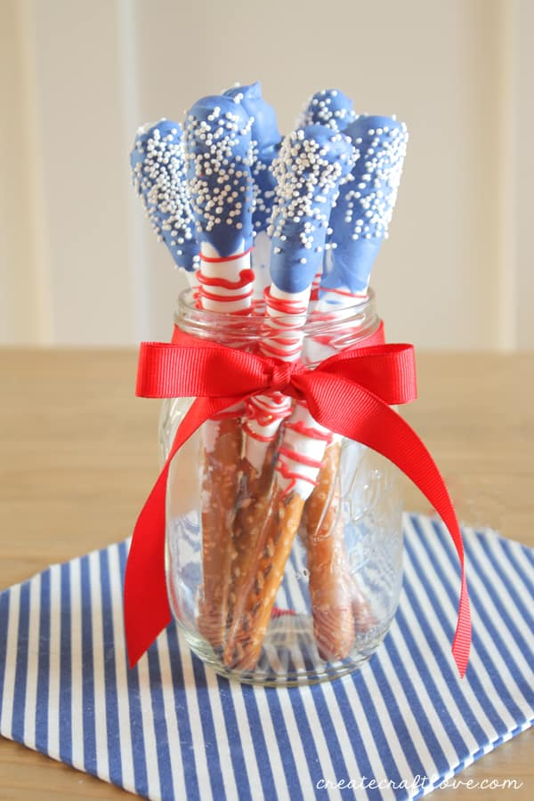 These Red, White and Blue Dipped Pretzels are perfect for your Memorial Day or 4th of July celebration!