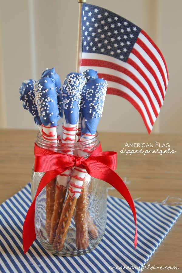 These American Flag Dipped Pretzels are an easy and fun summer treat! via createcraftlove.com