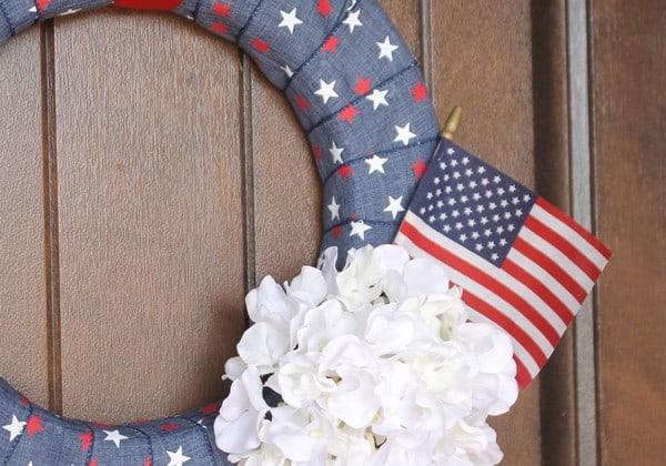 I love how my Simple Denim Fourth of July Wreath turned out! via createcraftlove.com