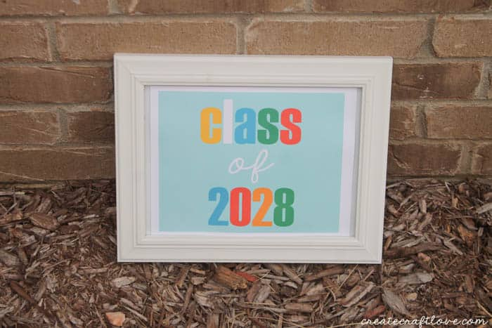 Print once, place in frame and use these Class of 2028 Printables year after year! via createcraftlove.com