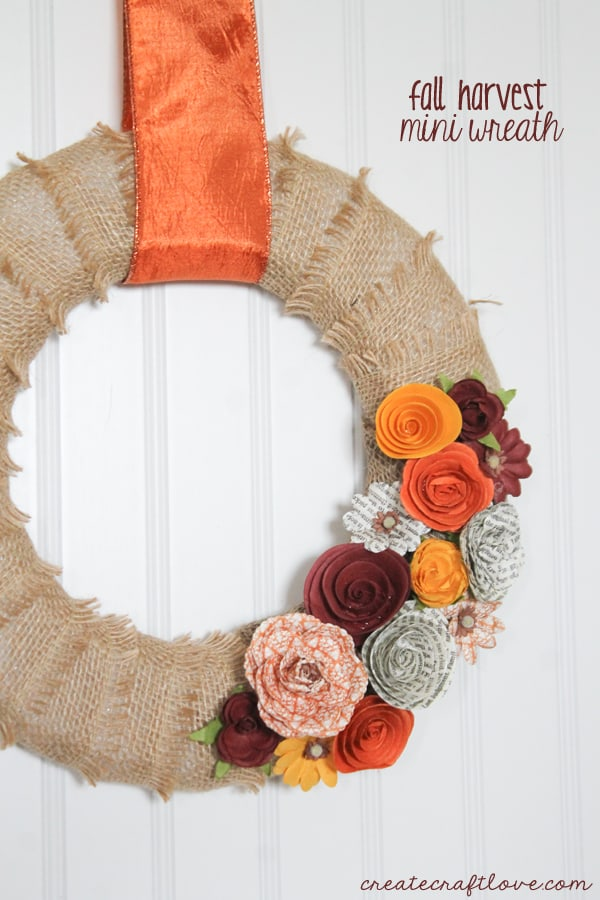 This Fall Harvest Mini Wreath is quickly becoming my new favorite! via createcraftlove.com