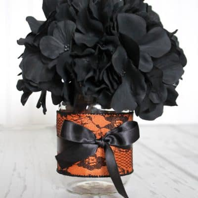 This Halloween Centerpiece can be adapted for your style and takes less than 5 minutes to make! via createcraftlove.com