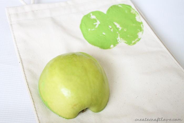 diy apple print lunchbag 3