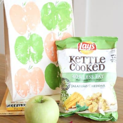 Turn an ordinary canvas lunchbag into this cute DIY Apple Print Lunchbag! via createcraftlove.com #ad #backtoschool #painting
