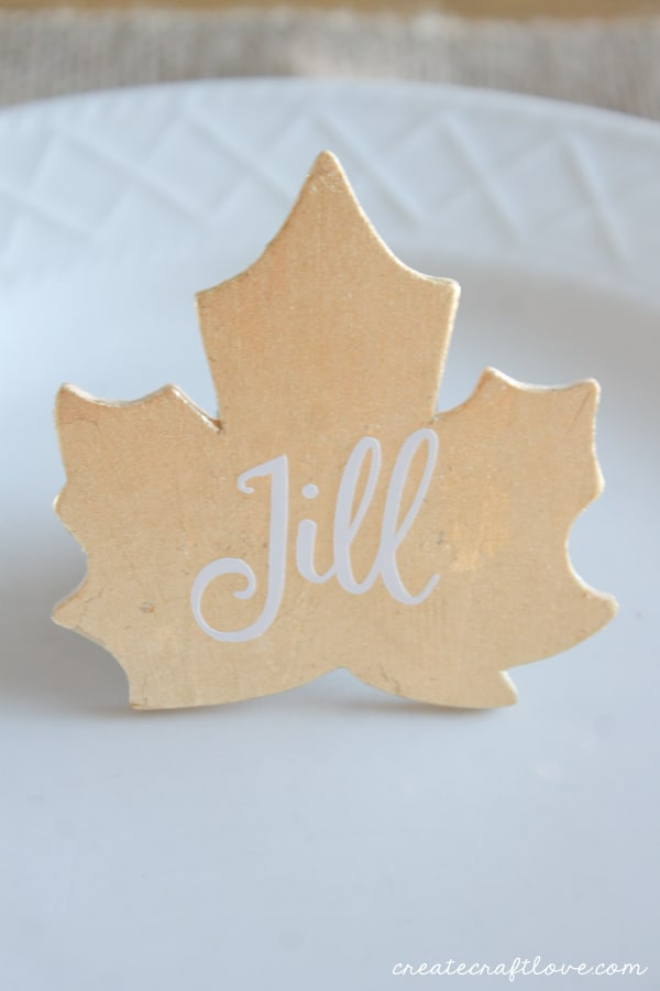 These Gold Leaf Placecards are a great touch to your fall tablescape! via createcraftlove.com