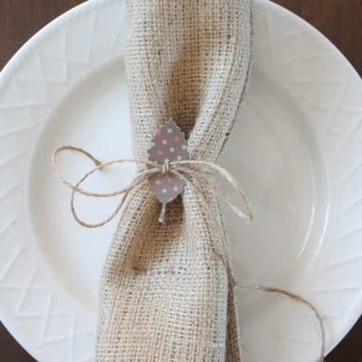 I thought it would be fun to tie in the garland and made these pretty Paper Leaf Napkin Rings! via createcraftlove.com