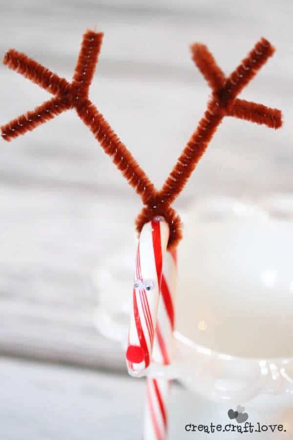 These Reindeer Party Favors are a quick and easy holiday craft to make with kids!