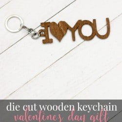 This die cut wood keychain is the perfect Valentine's Day gift and is easy to make with the Cricut Explore!